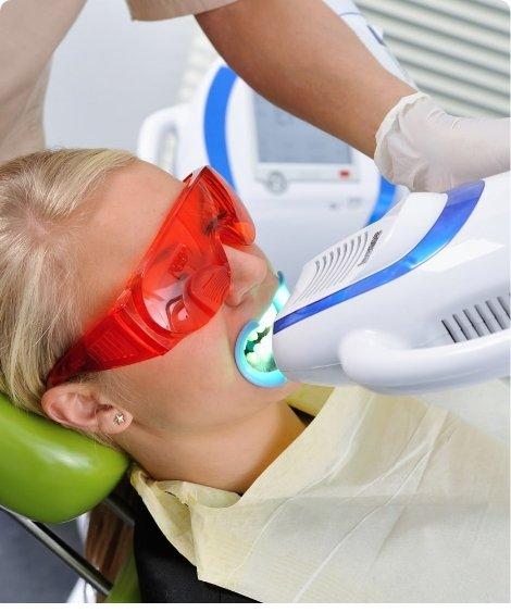 Этапы отбеливания зубов  <span>в нашей клинике?</span>